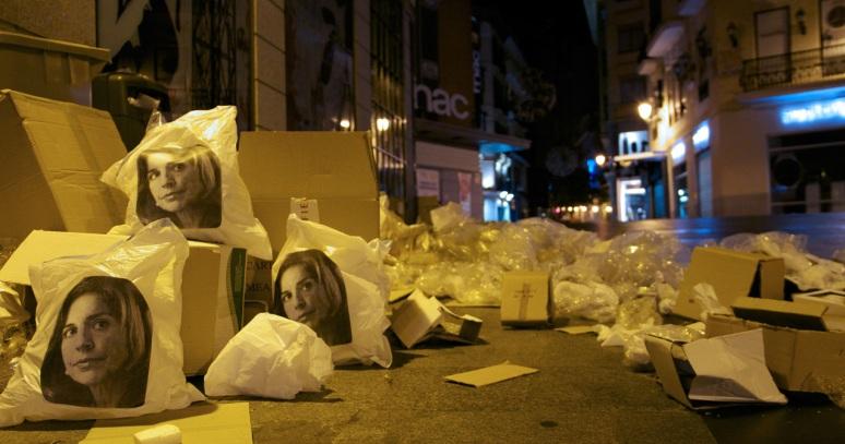 Capital de la basura _ Calle Preciados Centro2_ ANA BOTELLA CREW